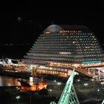 サンタモニカの風 - ホテルオークラ神戸からみたホテルとルミナス