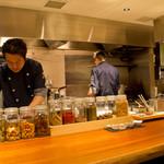 磊磊落落 - 本場中国の香辛料をたっぷりと使用した広東料理をベースに、利尻昆布のお出汁で優しいお味に仕上げてた京中華をお楽しみください。