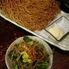 早乙女ふるまゐ - 料理写真:そばプリッツ440円・揚げ蕎麦と温玉サラダ485円(取り分け分)
