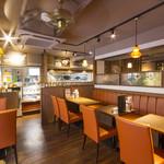 パセラ珈琲店 - ゆったりとしたテーブル席