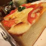 アカシヤ - ピザトースト。もはや絶滅危惧種。言うまでもないが美味しい。