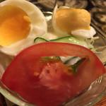 アカシヤ - かえるのコックさんに見えたサラダ。とてもいい。