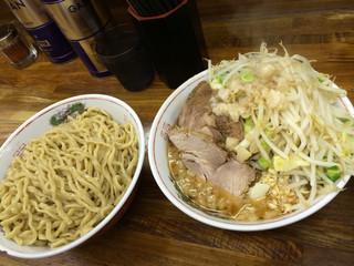 ラーメン二郎 新小金井街道店 - つけ麺 右はこんなに多いけど具とスープのみw さすが二郎!
