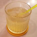 カリ~ アンド スパイスバル カリ~ビト - 白ワインベースのサングリア(800円)