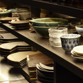 全国からセレクトした伝統陶器も魅力