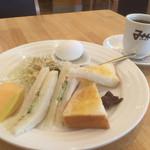みかど - 料理写真:ブレンドコーヒー380円とモーニングCセット