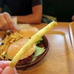 ハンバーグ専門店 トンプソン - ポテトはクリスピータイプ。カリッと美味しい食感