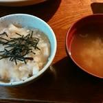 地魚料理 まるさん屋 - 岩がきコースの「旬のまぜご飯・御味噌汁」