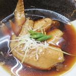 山のかおり 炭処姪浜 - 手羽先やわらか煮。       汁気なしの甘辛煮と思ったら、たっぷりの熱い醤油味のおつゆに浸かっていました。