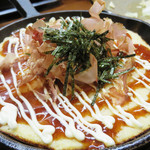 山のかおり 炭処姪浜 - 山芋の鉄板焼き。       ゴマサバと山芋のお好み焼き風は、あればついつい頼んでしまいますね。
