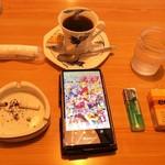 まつり - ドリンク写真:美味しかったブレンドコーヒー。近くでお手軽なので、付随する装備もシンプルにw