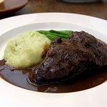 ピサンリ - 仔牛ホホ肉の赤ワイン煮込み