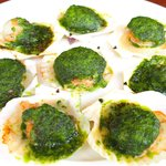 Maison Michel - ランチコース 4200円 の稚貝のパセリバターオーブン焼き