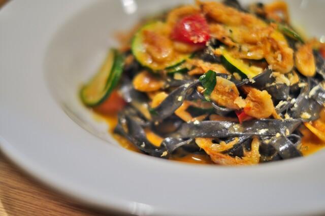 イタリア料理店 TAMANEGI - イカスミのパスタ。