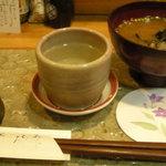 よこ川 - お通しのシジミ汁とお酒