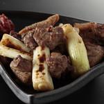 鶏・炭火炙り焼き専門店 となりや - 料理写真:親鶏ももの炭火炙り焼き