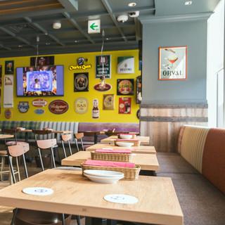 クラフトビールタップ シノワ マロニエゲート 銀座1店 - ゆっくりできるソファー席