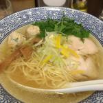 鶏豚骨 一學 - 鶏塩ソバ750円