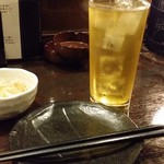 ごえもん - 緑茶ハイ、お通しがまず提供された。