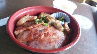 粟國家 - 牛豚丼