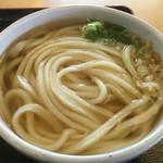 うまじ家 - 料理写真:かけうどん(*´д`*)220円やっすー