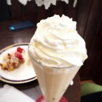 カノンコーヒー - ロイヤルミルクティー 生クリームトッピング(500円+100円)