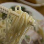 二代目おかだラーメン - 麺はいつも固め。ちなみにスープは濃い目。