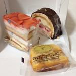 52266825 - 苺のケーキ・シャンプルノア・洋梨ケーキ