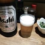 かぶき亭 - ビールは、アサヒスーパードライの大瓶です(税抜で¥550)