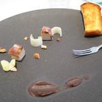 ナチュール・エ・サンス - フォアグラテリーヌとドライフルーツのパルマ産生ハム巻き チョコレートのヴィネガーソース