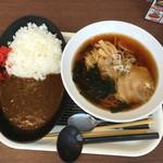 ごはん&カフェ モーメント - 料理写真:カレー280円、ラーメン280円