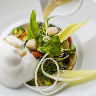 奈良の味覚を五感全てで楽しめる、オリジナリティに溢れた料理
