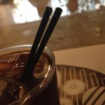 Cafe&BarbecueDiner パブリエ - 笛の原理で鳴り響く2本ストロー刺し