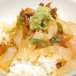 宇和島鯛めし 丸水 - 宇和島鯛めし 1500円 のご飯に特製ダレと鯛の刺身をのせた