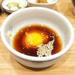 宇和島鯛めし 丸水 - 宇和島鯛めし 1500円 の生卵と特製ダレと胡麻