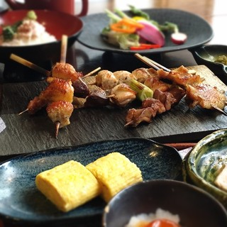 銘柄鶏の逸品、高原比内地鶏の料理の数々を、お楽しみください。