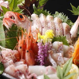 市場・金沢港直送の新鮮な魚。日本海のごちそうを堪能。