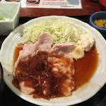 鍛冶屋 文蔵 - 生姜焼き定食:830円