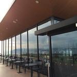 スターバックス・コーヒー 淡路サービスエリア(下り線)店 - オープンなテラス席