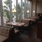 Cafe&BarbecueDiner パブリエ - ソファーでゆっくり 低回転率トーク