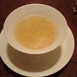 5229702 - 干し貝柱と冬瓜入りふかひれスープ