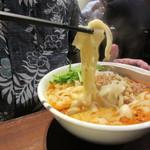 陳家私菜 - 陳式坦々刀削麺<坦々面> 麺リフト