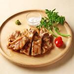 キリン一番搾りガーデン - 国産森林鶏の溶岩石グリル