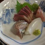 魚料理 ホノルル食堂 - お刺身アップ (イサキ、アジ最高でした)