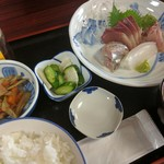 魚料理 ホノルル食堂 - お刺身定食(ワラサ、イサキ、ダルマイカ、アジ) 1300円