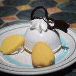 カスバ・フードコート - ドナルドダックムースケーキ(ココナッツ)