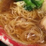 台湾屋台新台北 - ちぢれのある細麺