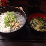 SUNZOK - しらす2色丼