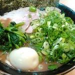 武道家 賢斗 - チャーシューラーメンにしてみました。 味玉は外せません。