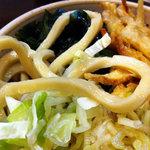 富士吉田うどん まるなが - 肉天わかねぎうどん 麺アップ